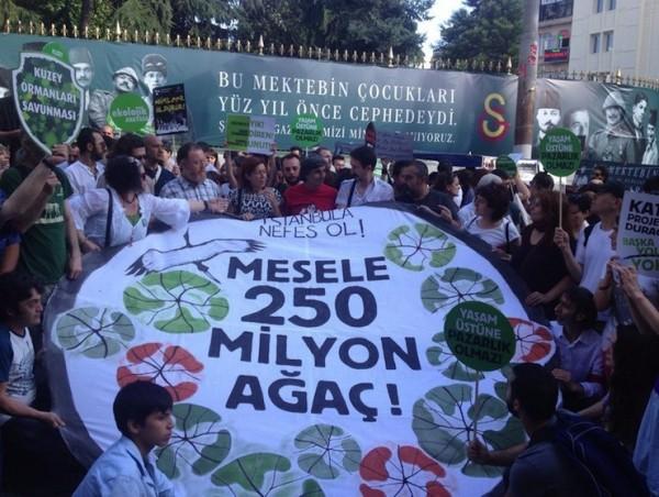 'Mesele 250 milyon ağaç': Tünel'den Galatasaray'a 'İstanbul'a nefes ol' yürüyüşü yapıldı