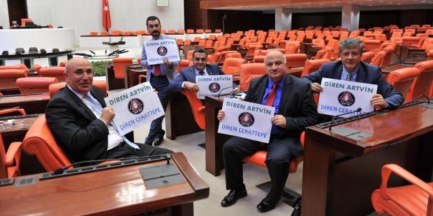 Cerattepe'deki direnişe destek veren CHP'li vekiller Meclis'i terk etmeme eylemi başlattı