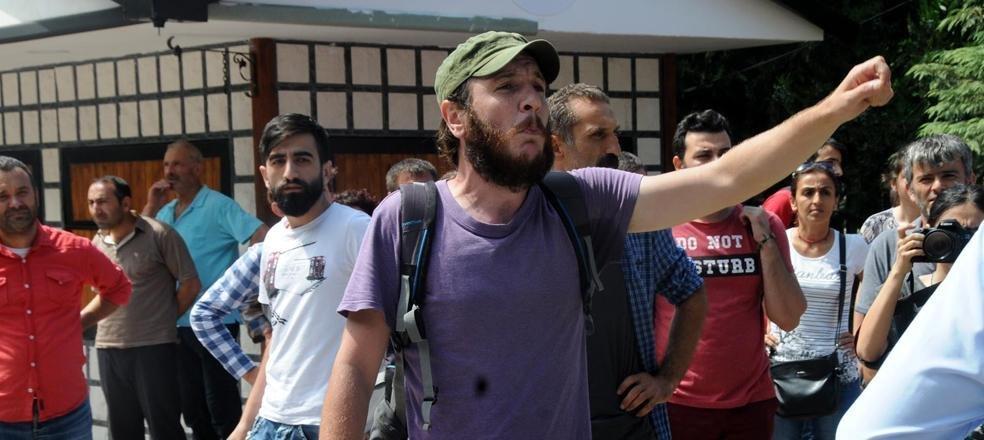 Hopa'da bakana protesto: Dereleri kuruttunuz, arkadaşlarımız öldü
