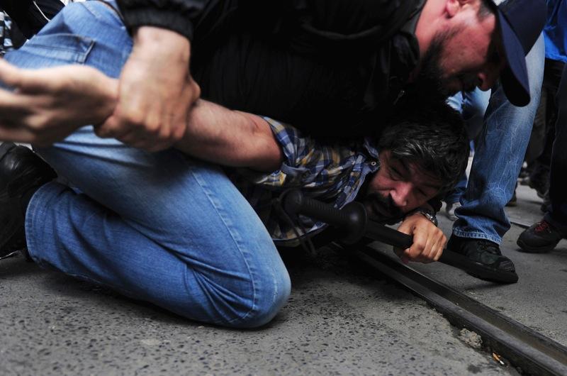 Gösterilere 'İç Güvenlik' ayarı: Keyfi yasak, gözaltı ve 'fişleme' resmileşti