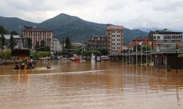 Kars'taki TOKİ'leri ilk yağmurda sel bastı