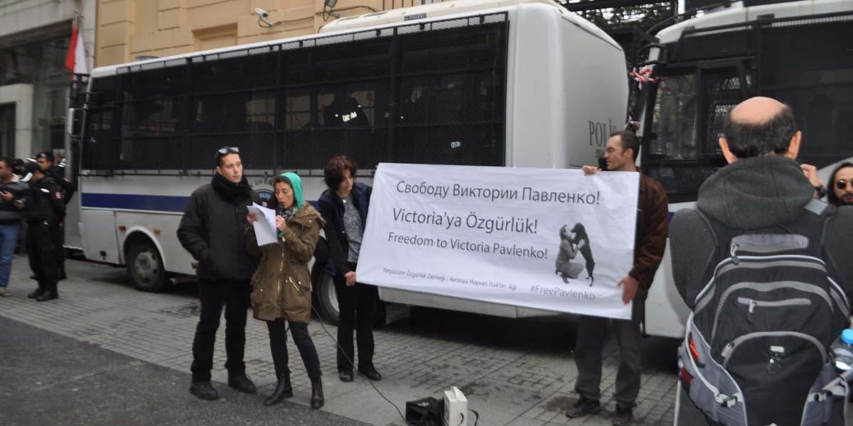 """Hayvan özgürlüğü aktivistlerinden Rusya'ya: """"Victoria Pavlenko'ya özgürlük"""""""