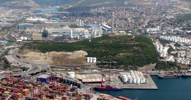 Dilovası halkı tek yeşil alanı Adatepe'de kimyasal tank deposuna karşı eylemde