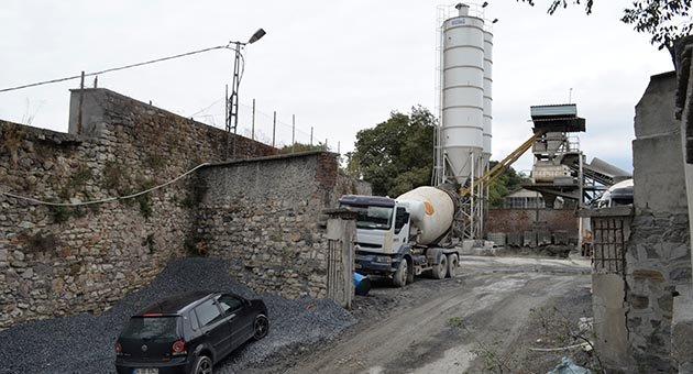 'Ecdadın' mirasına kaçak beton santrali diktiler