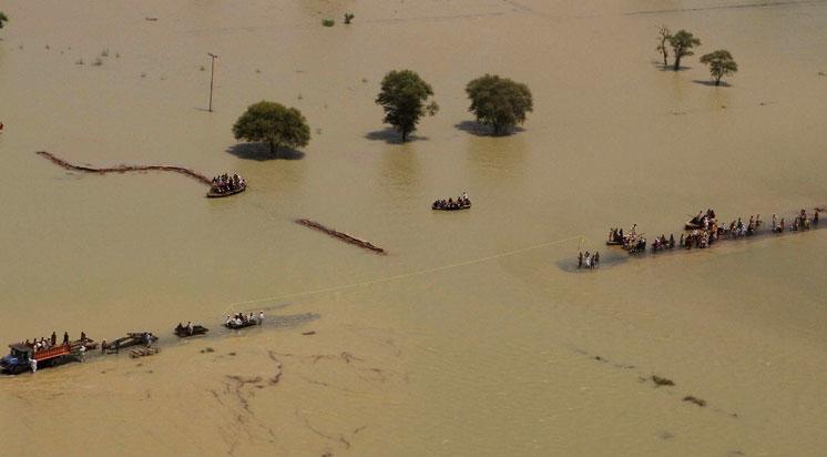 Pakistan'da sel felaketinde 13 kişi öldü