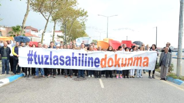 Tuzla'da Sahilin Doldurulmasına Karşı İnsan Zinciri