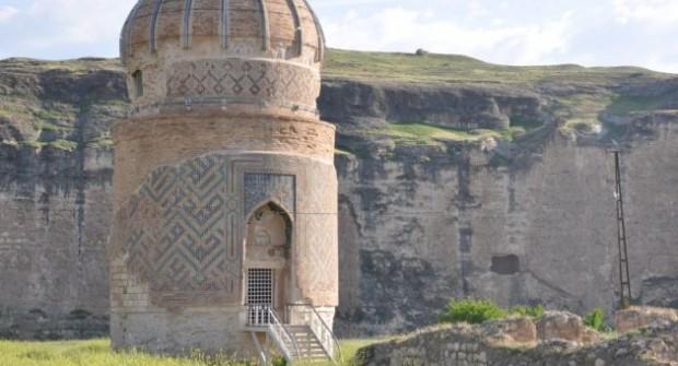 Hasankeyf'teki tarihi Zeynel Bey Türbesi taşınıyor