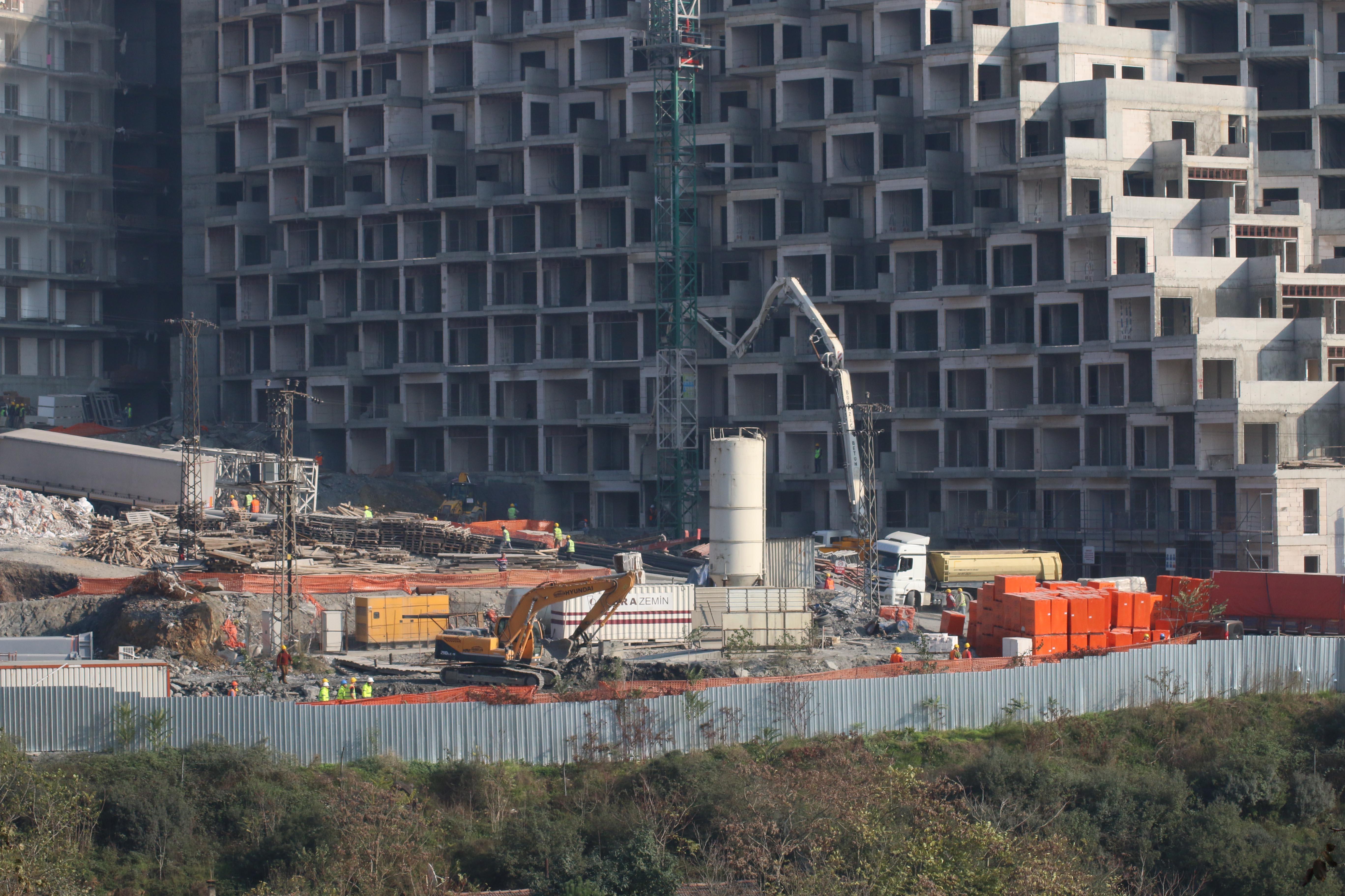 Maslak 1453 inşaatı, Sarıyer Belediyesi'nin durdurma kararına rağmen devam ediyor