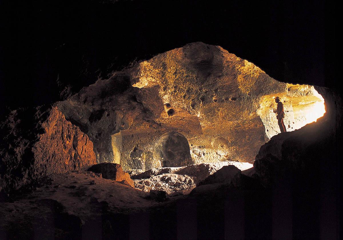 Yarımburgaz Mağarası