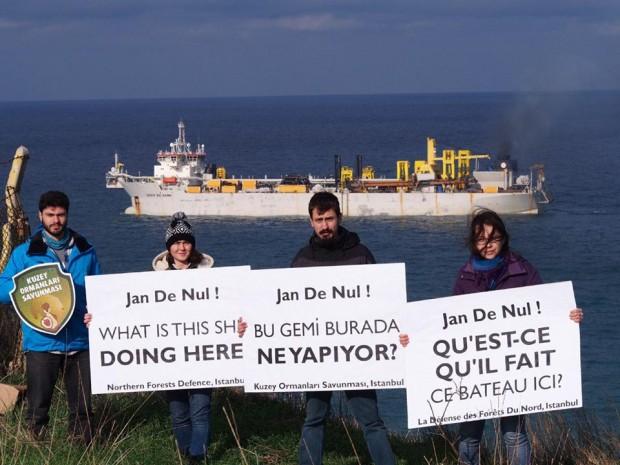 3. havalimanı için denizden kum çeken geminin sahibine soruyoruz: Bu gemi burda ne arıyor?