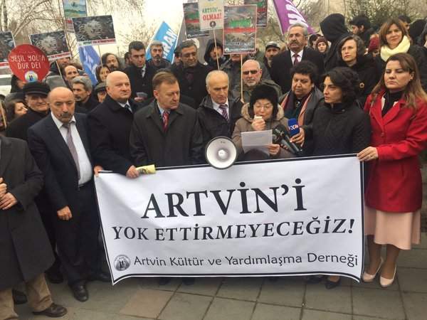 Artvinliler Karadeniz'in talanına karşı TBMM önünde