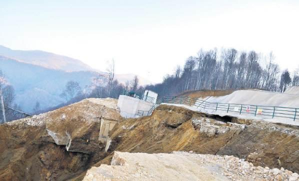 İnegöl'de Hes İnşaatının Henüz Tamamlanmayan Havuzu Çöktü
