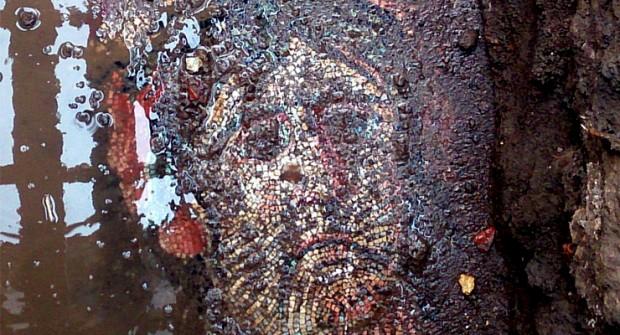 İznik'te koruma altınaki mozaikler asfaltla kaplandı