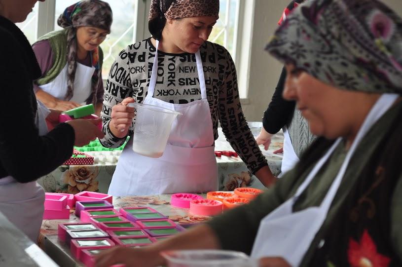 Yırcalı kadınlar Termik Santrale, sabun üreterek meydan okuyor