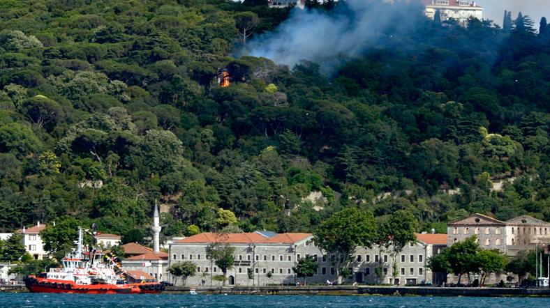 Hüseyin Avni Paşa Korusu ve Köşkü'nü '0' liraya aldı. Birden tarihi köşk yandı. Şimdi yerine yeni bina yapmaya hazırlanıyor