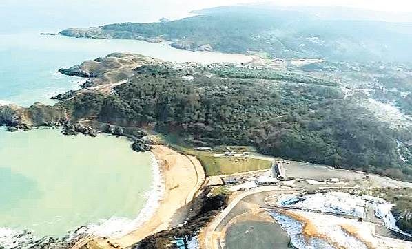 Şimdi de Kuzey Ormanları'nın Demirciköy Dalya Koyu'na çöktüler. Şirket koya giden yolu tel bariyerlerle kamuya kapattı!