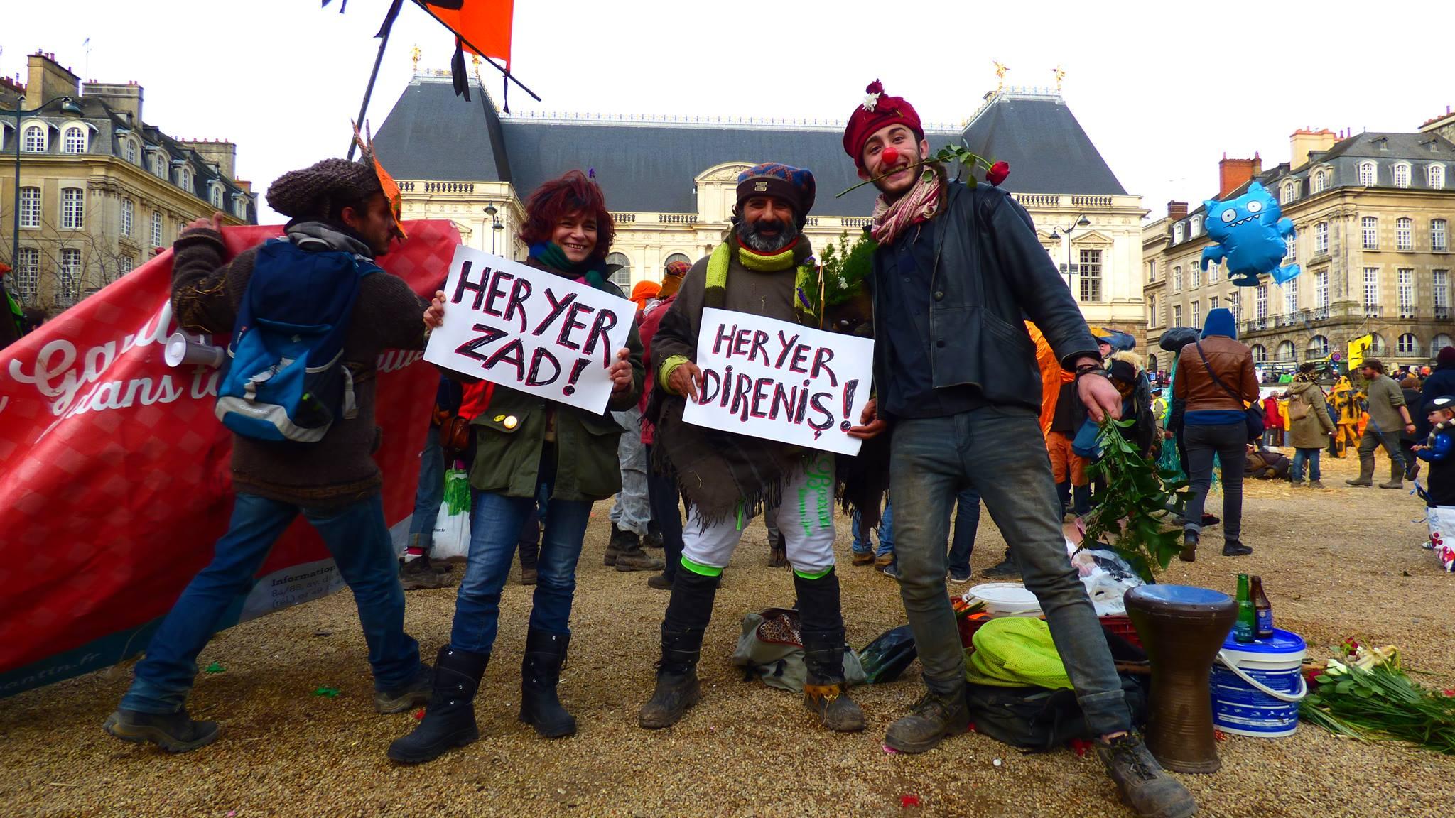 Rennes'deki ZAD karnaval gösteri yürüyüşündeydik…
