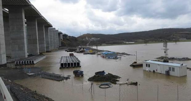 3. köprü şantiyesi su altında kaldı