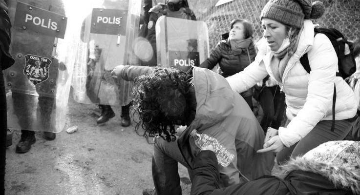 Cerattepe'ye yürüyen kadınlara polis gaz bombası ve coplarla saldırdı