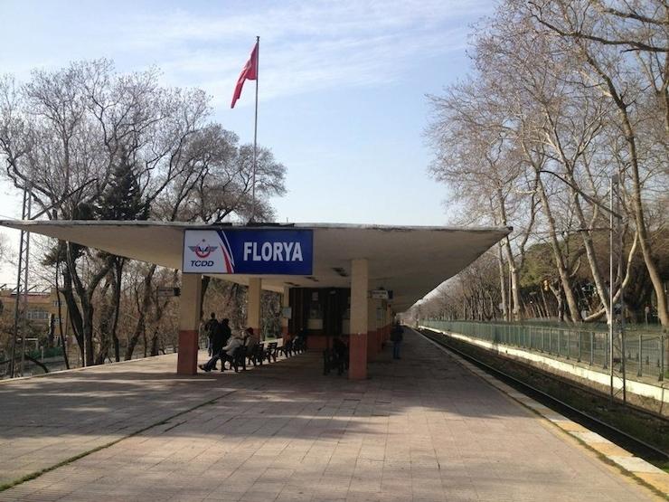 Ülke AVM Sultanlığına dönünce: Florya Tren istasyonunu kaçak AVM önüne taşıdılar!