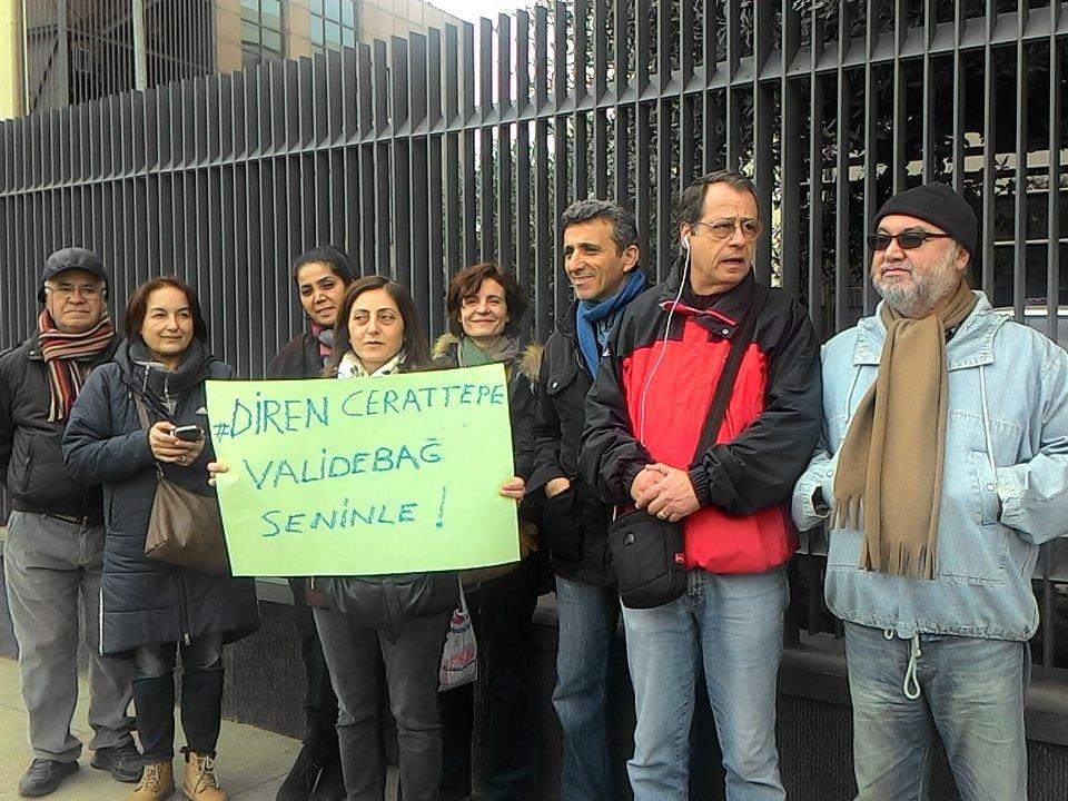 Yaşam savunucuları Cengiz Holding'in kapısında nöbette