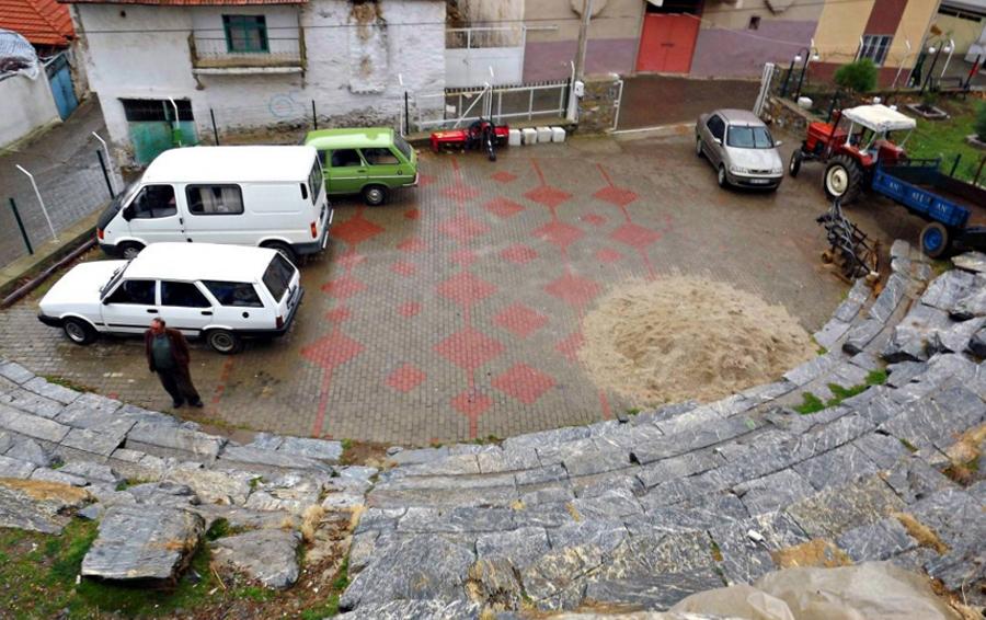 Muğla'da Kyon Antik Tiyatrosu, Otopark Olarak Kullanılıyor