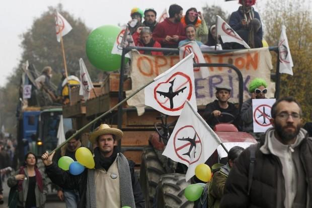 Radikalleşen iklim mücadelesine İngiltere'den ilham verici bir örnek: Plane Stupid grubu ve Aptal Uçaklara karşı mücadele