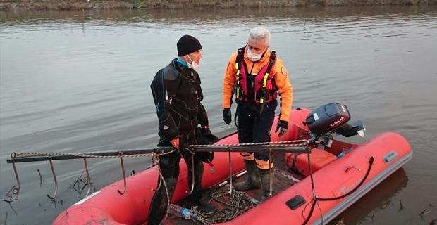 Ergene Nehri'ne atlayan genci, kirlilik nedeniyle dalgıçlar su altında arayamadı