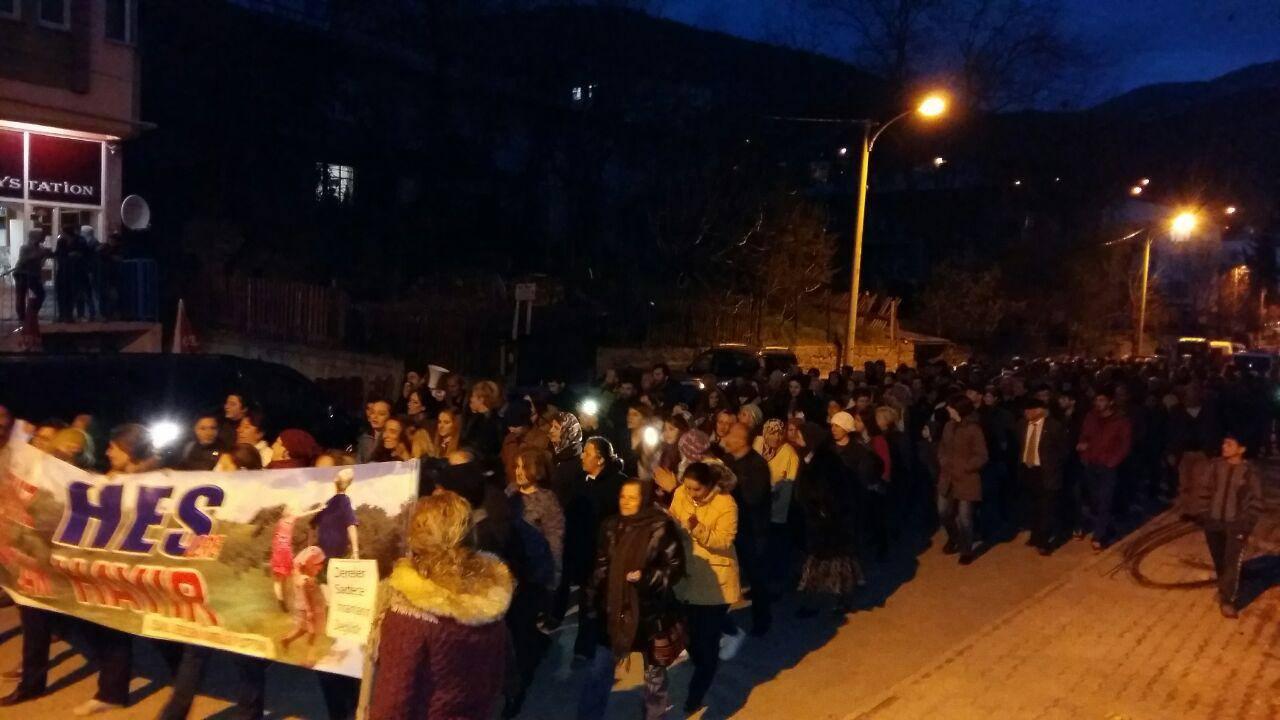 Ardanuç'ta halk sokakta, HES'e karşı nöbet başladı