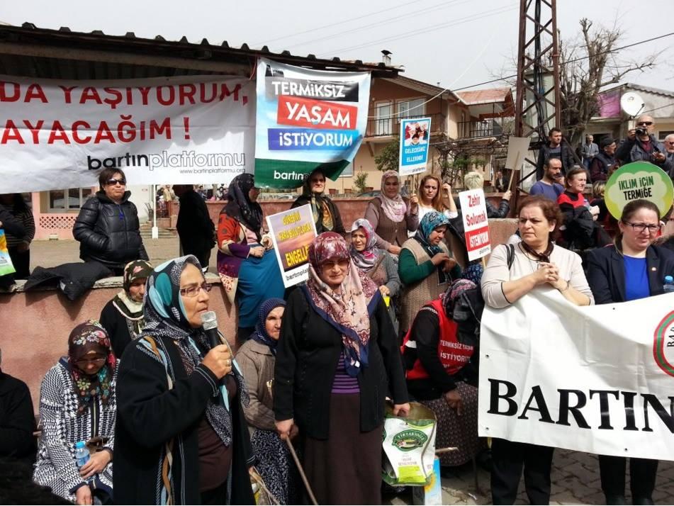 Amasra Halkı, Hattat Holding tarafından kurulmak istenen termik santral kömür tesisi için gelen ÇED heyetini kahveye sokmadı.