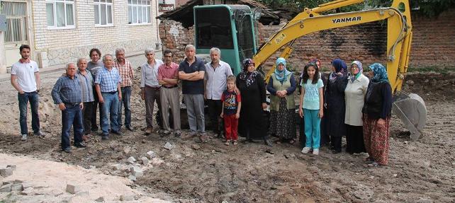 Çocuk parkına bina yapan Ensar Vakfı'na halktan büyük tepki