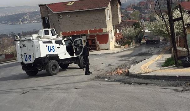 Küçükarmutlu'da özel harekatçılar eşliğinde yıkım: Gözaltılar var