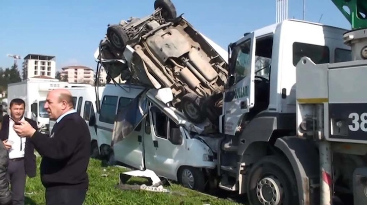 İstanbul'da ikinci beton mikseri kazası: Sekiz kişi yaralandı