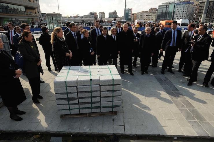 Yıllar sonra Taksim: Erdoğan betonu, 'betona gömülen' meydan Erdoğan'ı izledi