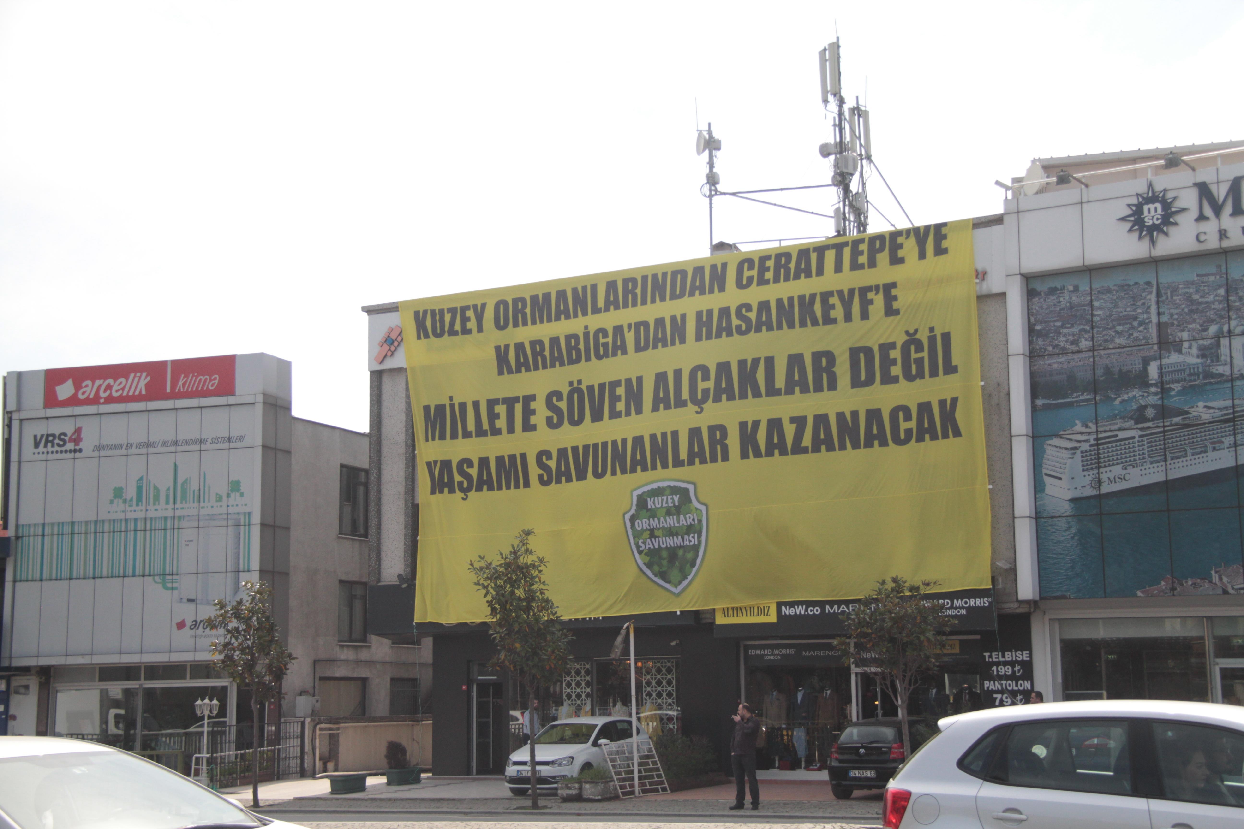 KOS'tan Cengiz'e dev pankartlı mesaj: Kuzey Ormanları'ndan Cerattepe'ye yaşamı savunanlar kazanacak!
