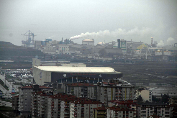 Ulusal kirlilik sınırının 81 kat aşıldığı Samsun Tekkeköy'de bacalar ölüm kusuyor