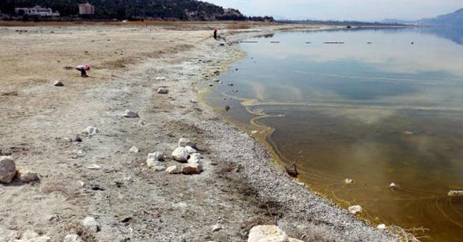Suyunun üçte birini kaybeden Burdur Gölü alarm veriyor!
