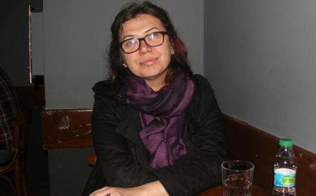 Tutuklu akademisyen Camcı'dan mektup: Siz dışarıdan, biz içeriden duvarları zorlamaya devam!