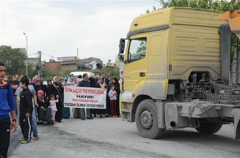 """Sultangazi'de taş ocağı isyanı: """"Tozdan ölmek istemiyoruz"""""""