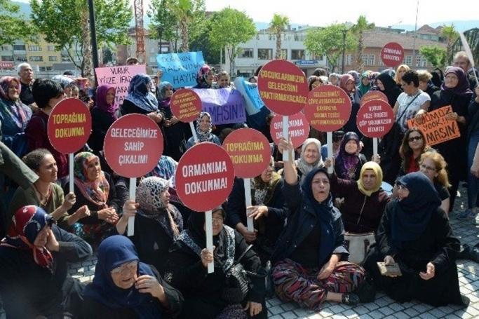 Bursa'da Kayapalılar çöp tesisine karşı Büyükşehir önünde eylem yaptı