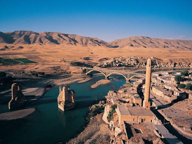 12 bin yıllık Hasankeyf, tüm saldırılara rağmen direniyor