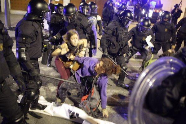 İspanya: Zorla Boşaltılan İşgal Evi İçin Protestolar Sürüyor