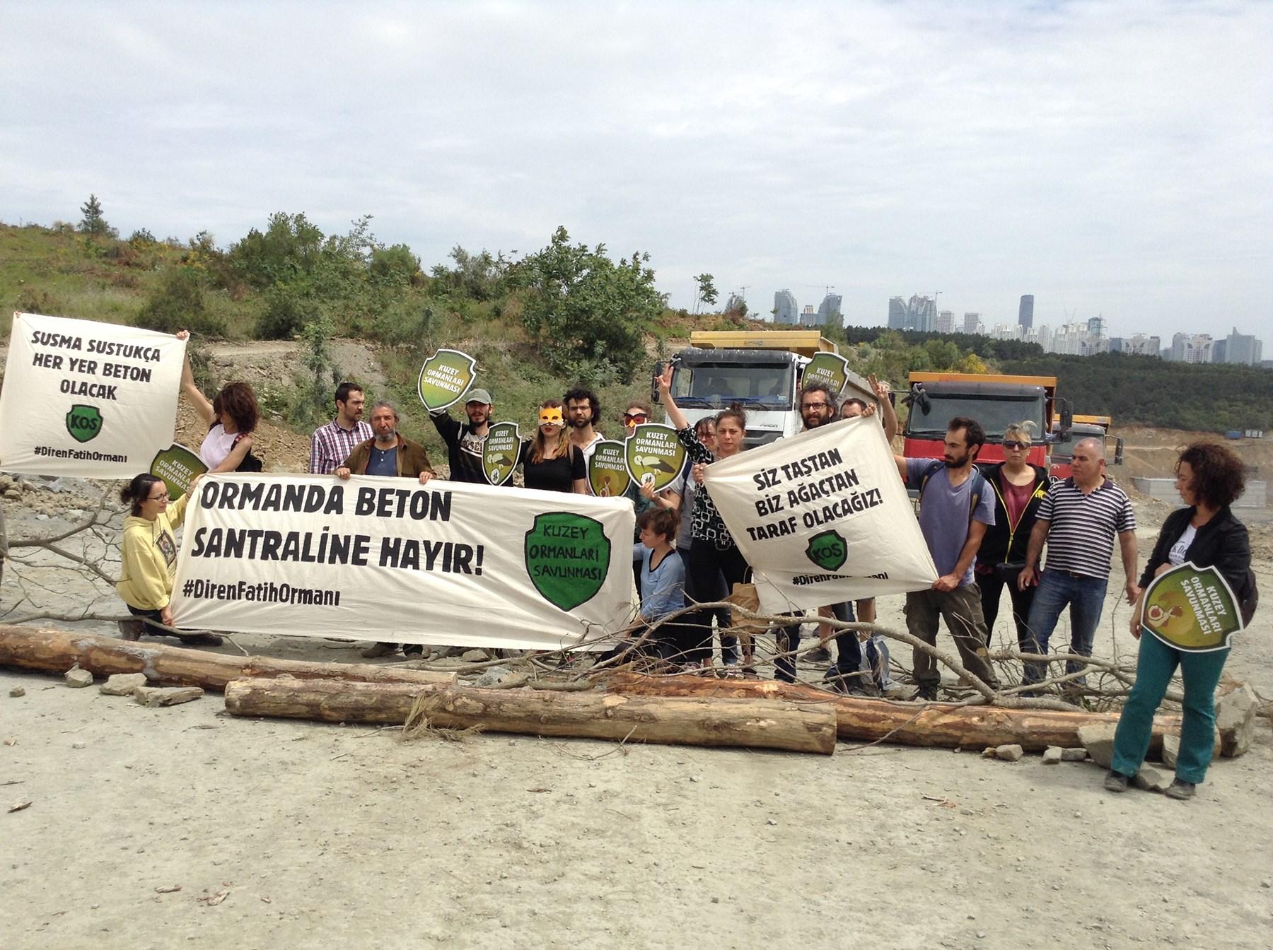 """Yaşam savunucuları Fatih Ormanı'nda kamyonları durdurdu: """"Biz ağaçtan yana olacağız!"""""""