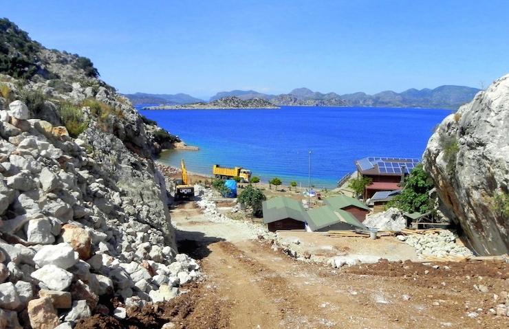 'Doğa talanı'na devam: Marmaris'teki SİT alanı koya iş makineleri girdi