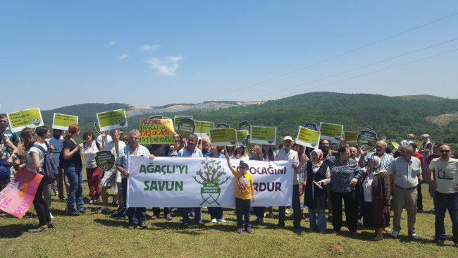 Yaşam savunucuları, 'Ağaçlı'yı savun, taş ocağını durdur!' demek için Ağaçlı Köyü'nde eylem yaptı
