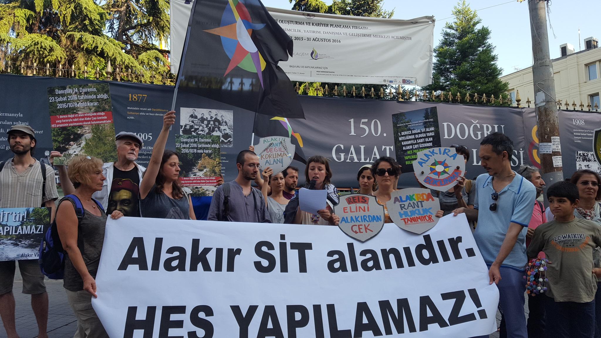 """Alakır Nehri Kardeşliği GS Lisesi önünden haykırdı: """"Alakır'a Dokunma!"""""""