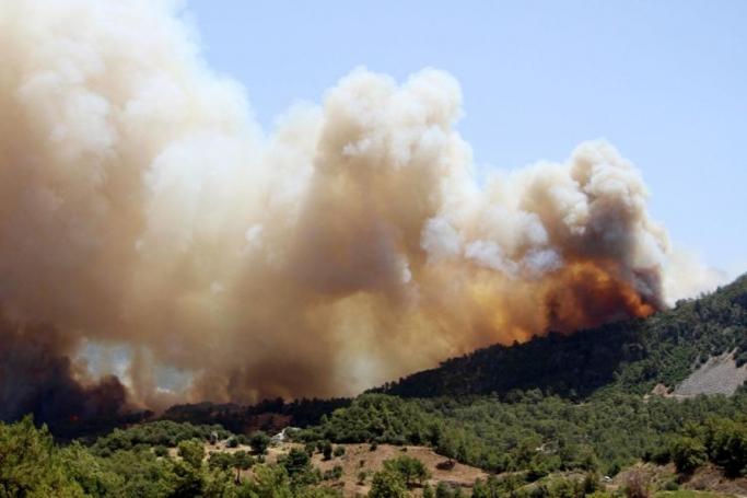 Kumluca'daki yangının büyümesi üzerine Olimpos tahliye ediliyor