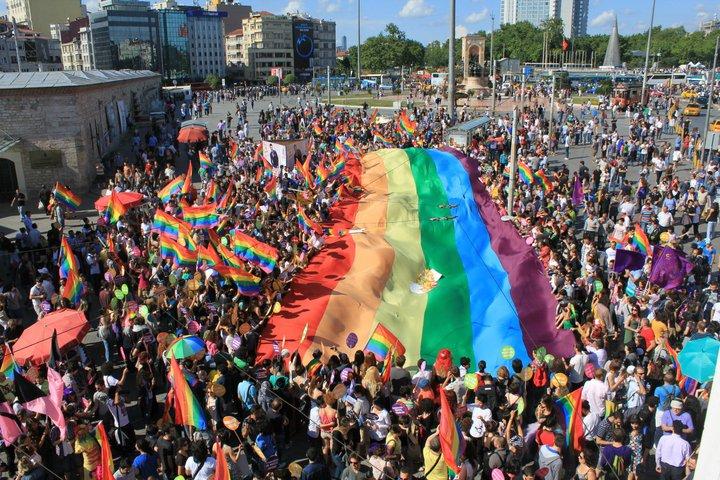 Uluslararası Af Örgütü: Yasağı kaldırın ve İstanbul Onur yürüyüşlerine koruma sağlayın