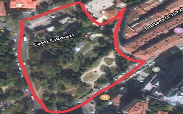 Abbasağa'da tarihi anıt ve ağaçların bulunduğu park rantın hedefinde