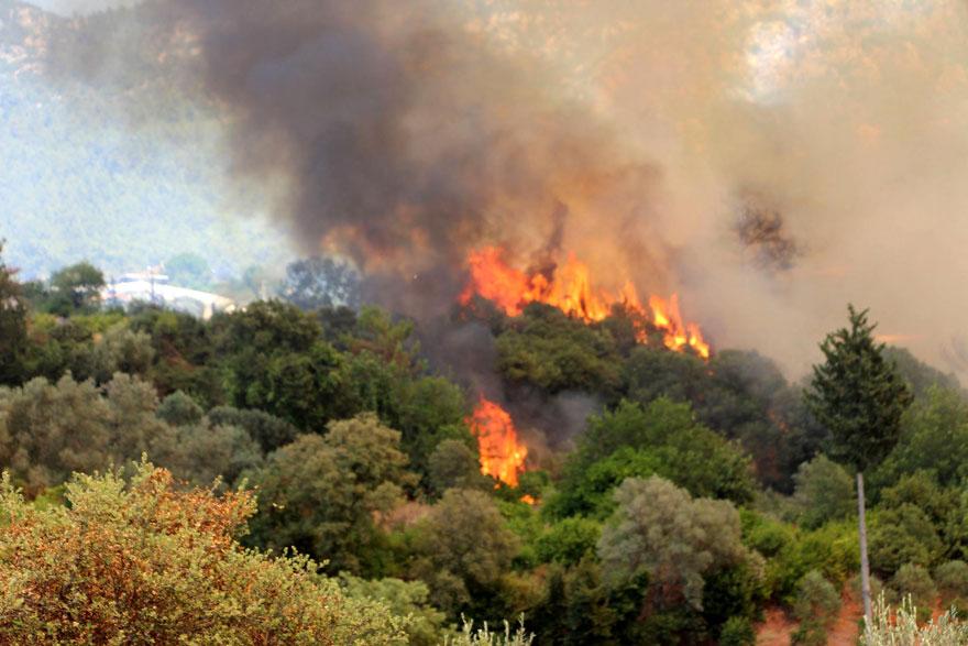 Kumluca'daki orman yangını yeniden alevlendi